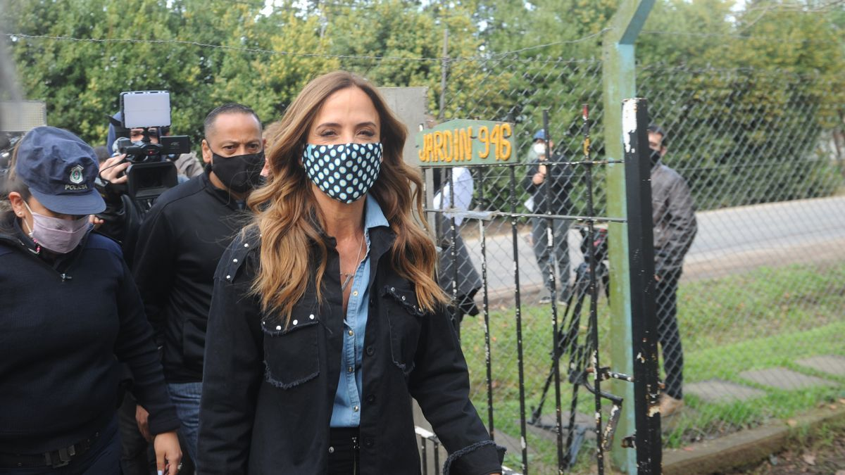 Victoria Tolosa Paz votó temprano en La Plata.