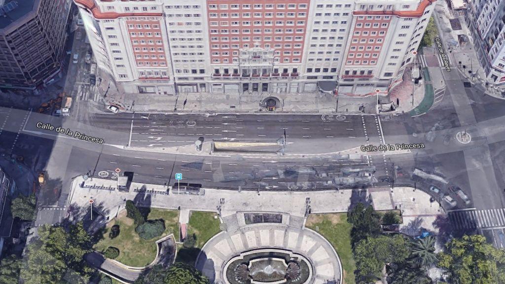Entorno del Edificio España, con nueve carriles para el tráfico motorizado