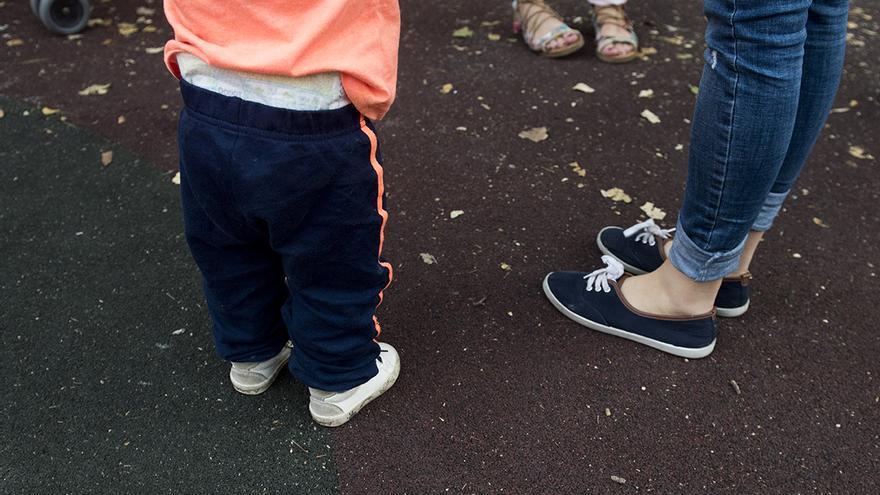 Una madre con su hijo. FOTO: Fernando Sánchez.