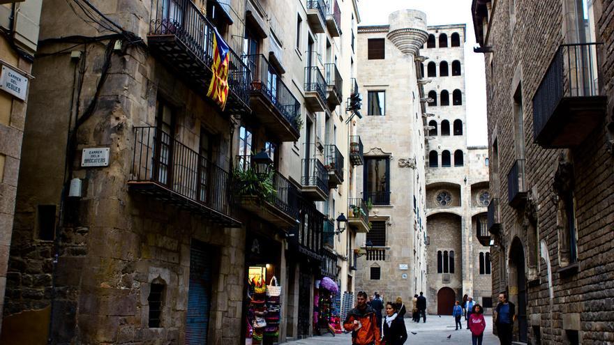 Gu a del barri gotic piedras ilustres en el centro for Jardineria barcelona centro