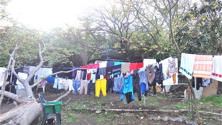 La ropa puesta a secar en la casa de los roms de Martigues/ Collectif Solidarité Roms de Martigues