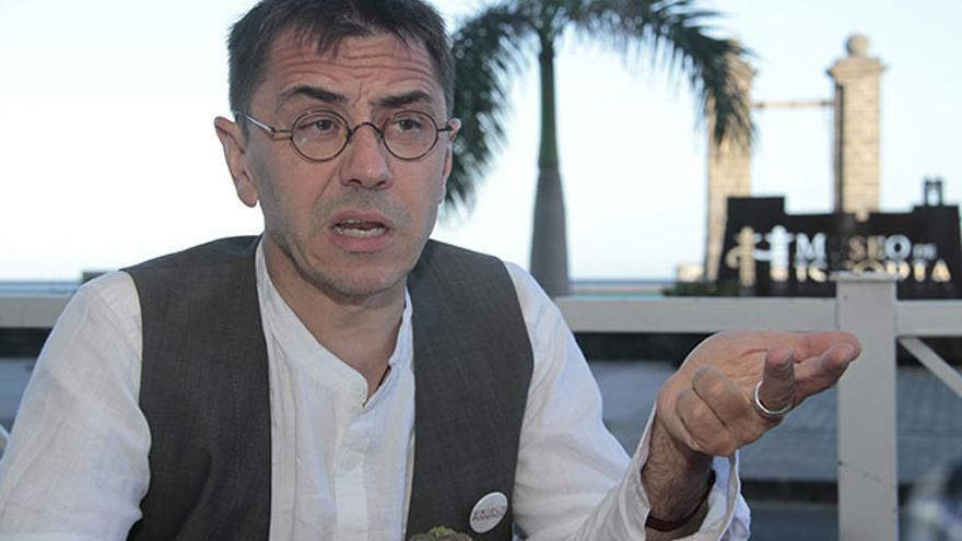 Juan Carlos Monedero, durante la entrevista en Arrecife. (FELIPE DE LA CRUZ)