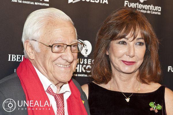 El Padre Ángel y Ana Rosa Quintana en los III Premios Chicote | Fotografía: UNEALAI