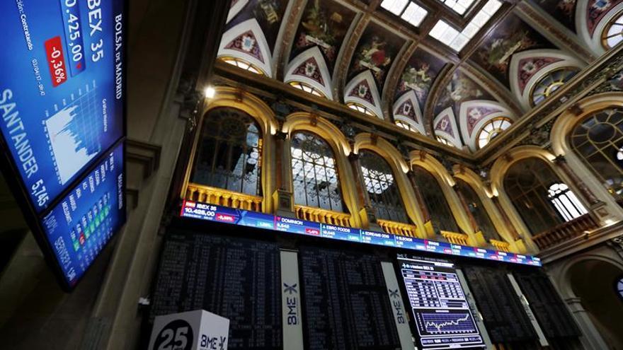 La Bolsa española pierde un 0,09 % a mediodía y pone en peligro los 10.300