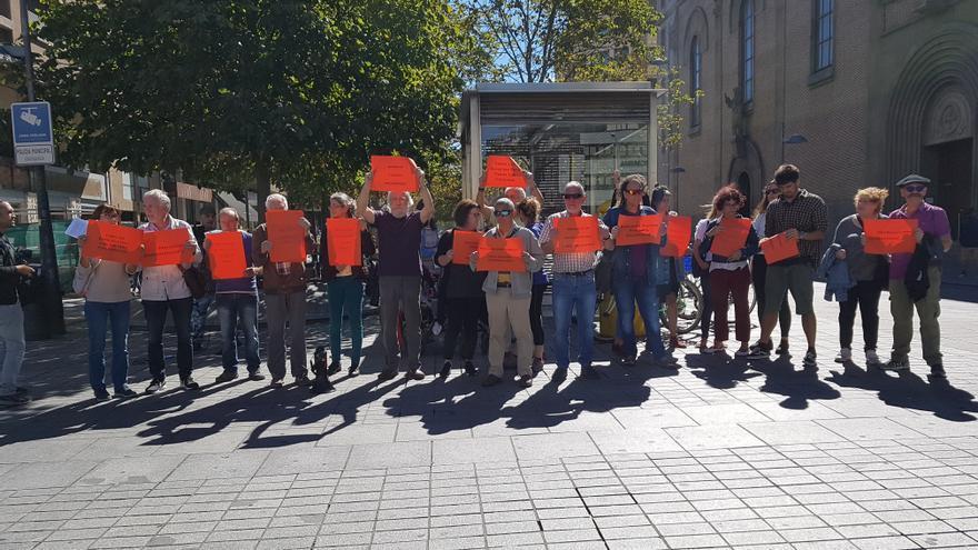 Protesta de Sos Racismo frente a la Delegación del Gobierno en Pamplona por los retrasos en las citas para la Oficina de Extranjería.