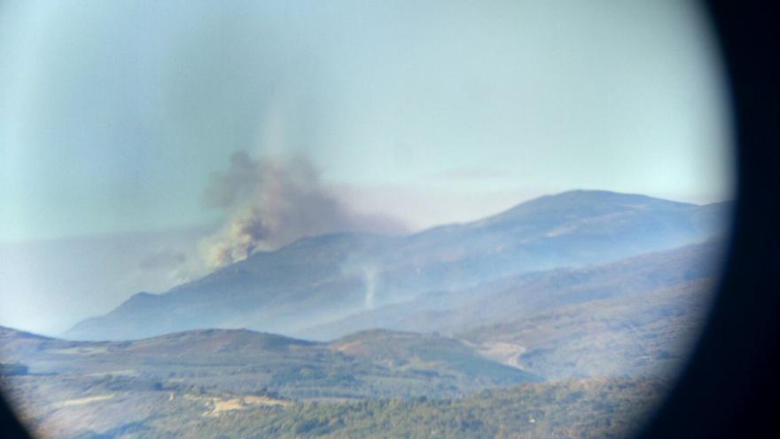 Incendio forestal en Navaconcejo / Twitter @Batallont15