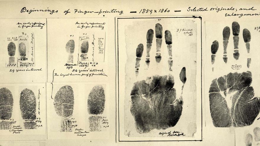 Huellas tomadas por William James Herschel, padre de la dactiloscopia, en 1859