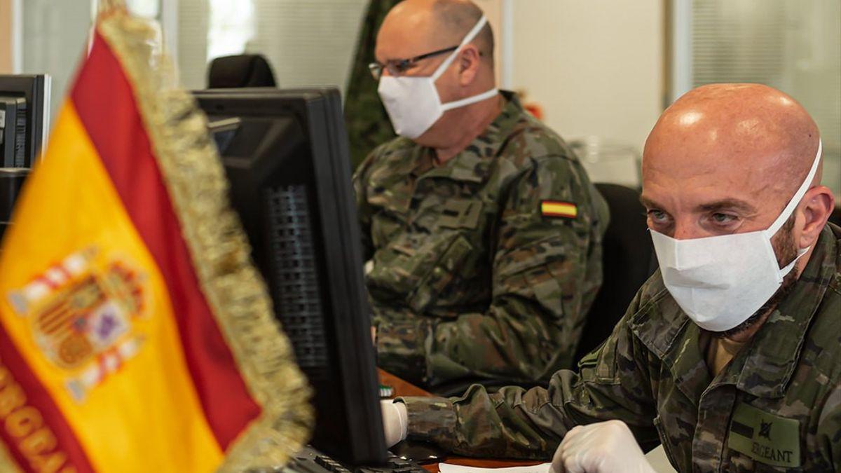 Dos rastreadores militares, en pleno trabajo