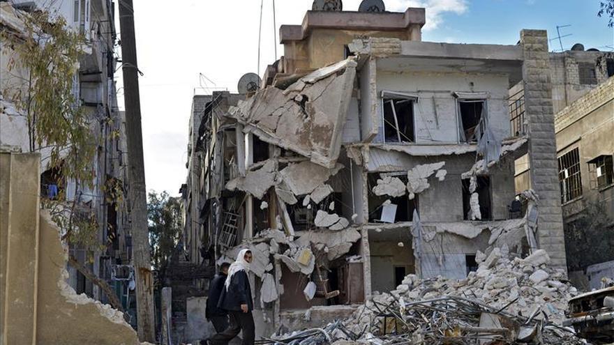 Un edificio destruido por un ataque aéreo por parte del régimen sirio en el barrio de Kalase en Alepo.
