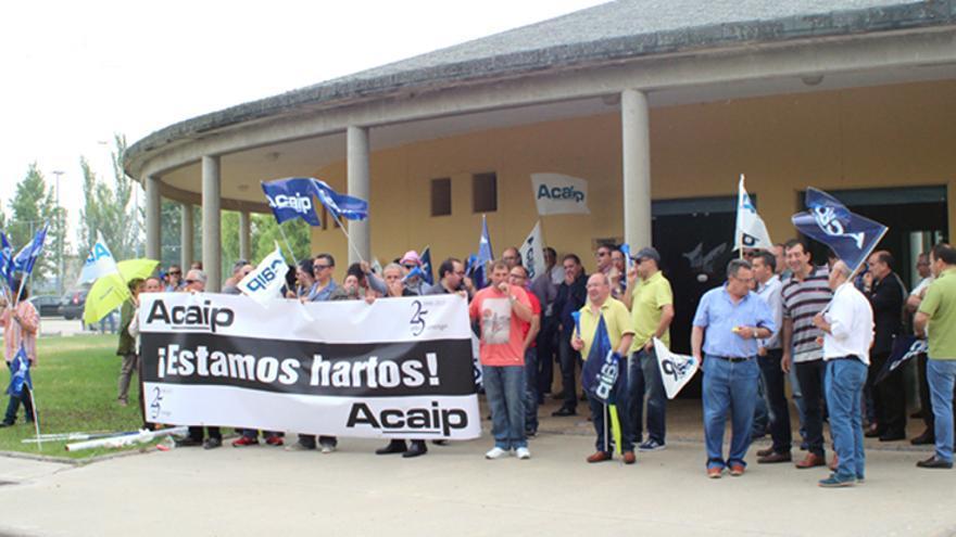 Manifestación de funcionarios de Acaip ante la cárcel de Topas. Foto: tribunasalamanca.com