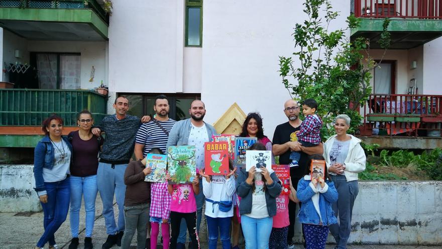 Inauguración de la 'Little Library' de Benahoare.