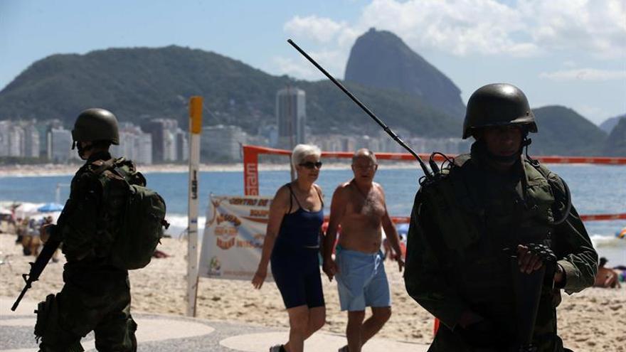 Brasil moviliza militares para combatir la ola de violencia en Río de Janeiro