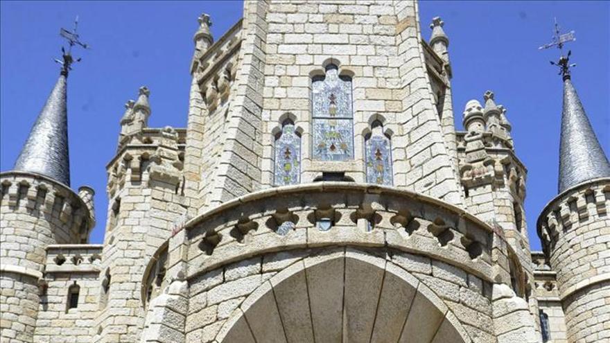 El nuncio del Papa en España abre el centenario del Palacio de Gaudí, un tesoro y un ejemplo