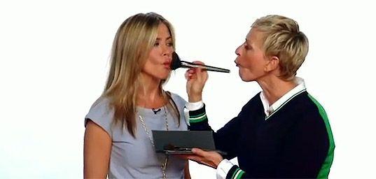 Jennifer Aniston se ríe con Ellen Degeneres por el regreso de la presentadora