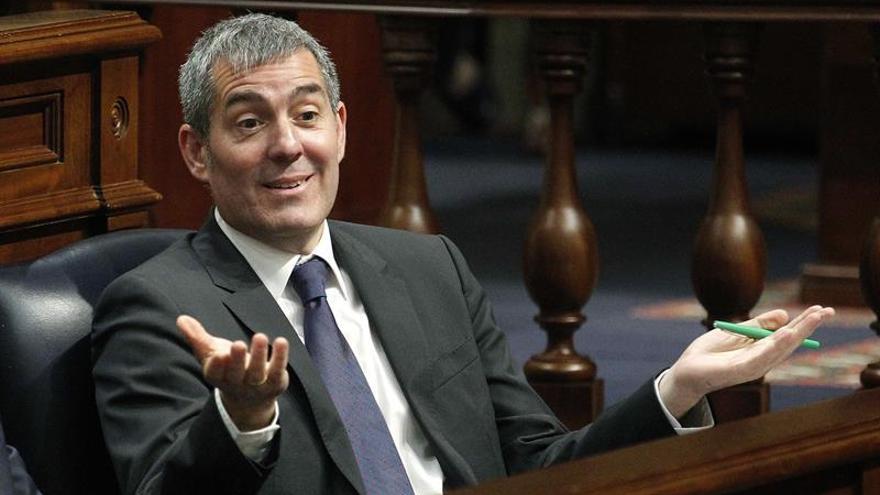 El presidente del Gobierno de Canarias, Fernando Clavijo, esta tarde durante el pleno ordinario que celebra el Parlamento de Canarias.