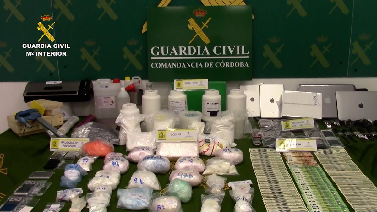 Dinero y droga procedente de la operación de la Guardia Civil