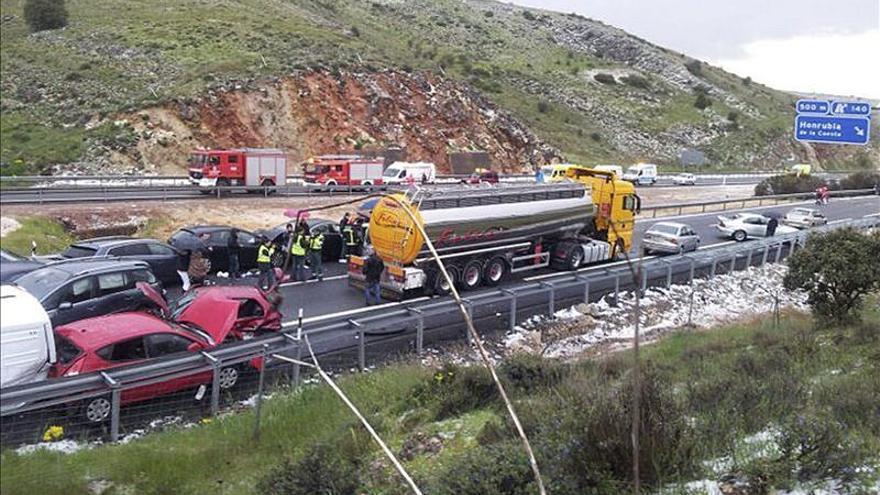 Cortada la A-1 en Segovia sentido Irún por una colisión de decenas de vehículos