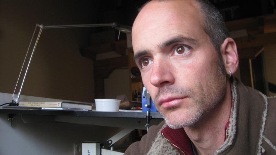 Javier de Isusi, autor de la novela gráfica 'He visto ballenas'.