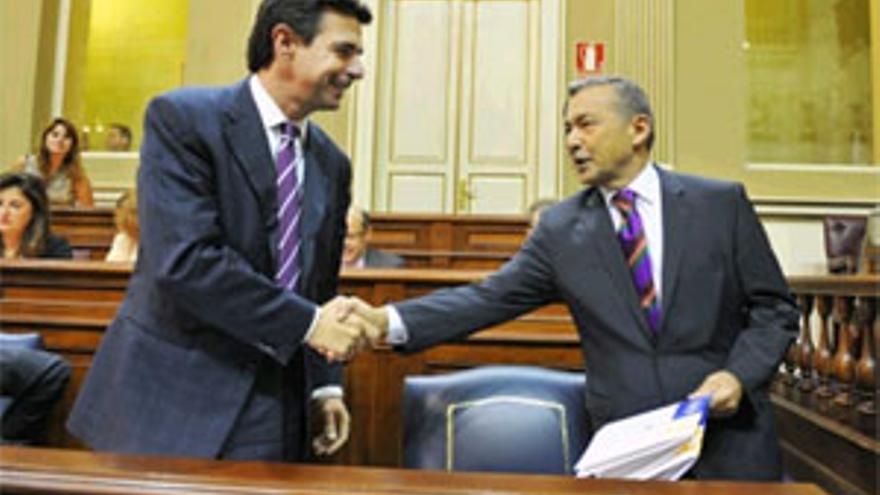 Soria y Rivero este miércoles en el Parlamento. (ACFI PRESS)