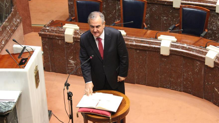 González Tovar (PSOE) prometiendo su cargo en la Asamblea Regional / PSS