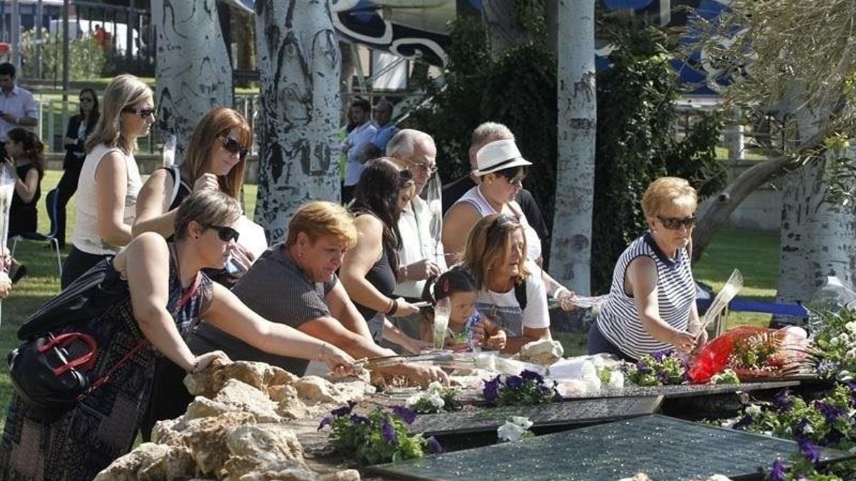 Familiares de las víctimas del accidente de Spanair rinde homenaje a los fallecidos en el décimo aniversario