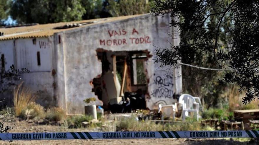 La pintada 'Vais a moror todis', cerca del lugar donde vivían los menores asesinados en Godella