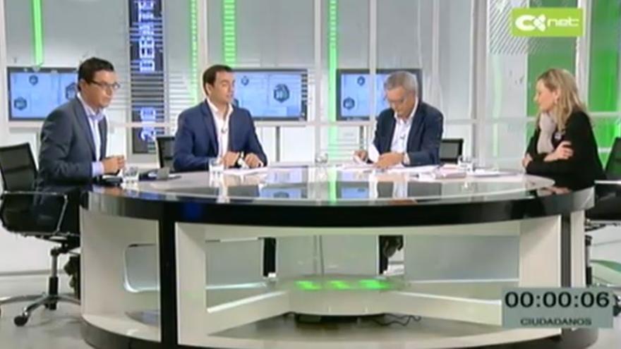La candidata de Podemos, Victoria Rosell (I); Sebastián Franquis por la coalición electoral entre PSOE y Nueva Canarias (NC); el candiato de ciudadanos, Saúl Ramírez y el de Coalición Canaria (CC) Pablo Rodríguez en el debate emitido por RTVC.