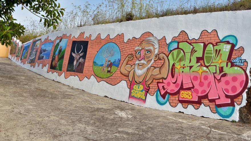 El mural da colorido a la entrada del barrio de Franceses. Foto: MAURO CASTRO.