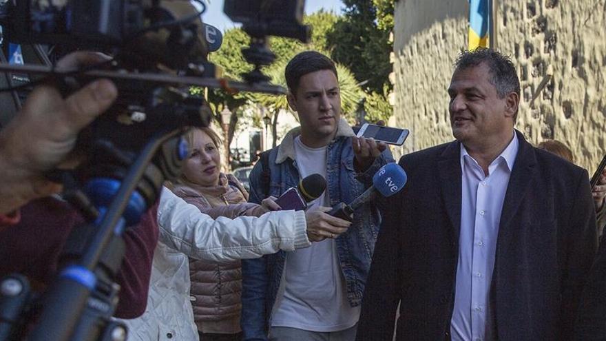 José Alberto Díaz a la salida del Juzgado de Instrucción número 2 de La Laguna tras declarar por el caso Grúas