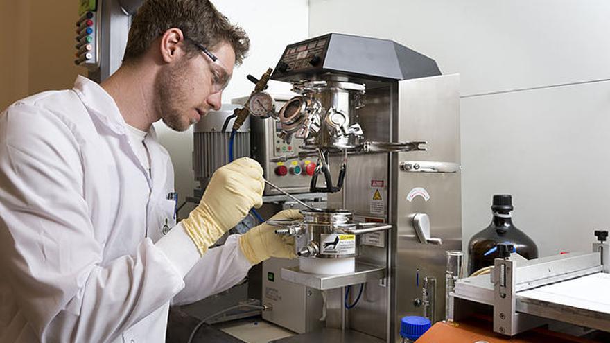 La empresa israelí se centra en materiales alternativos para los componentes de las baterías actuales, cuya principal amenaza está en el calor durante la carga.