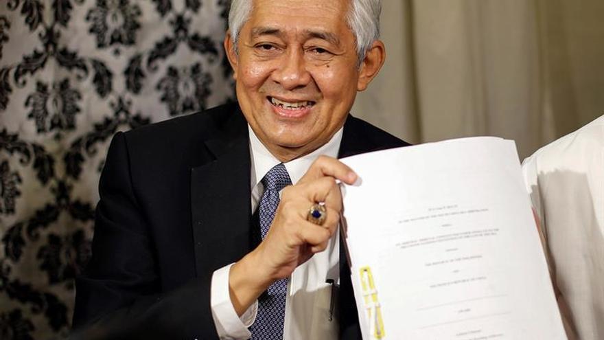 Filipinas dice que el fallo sobre la disputa territorial con China debe ser respetado