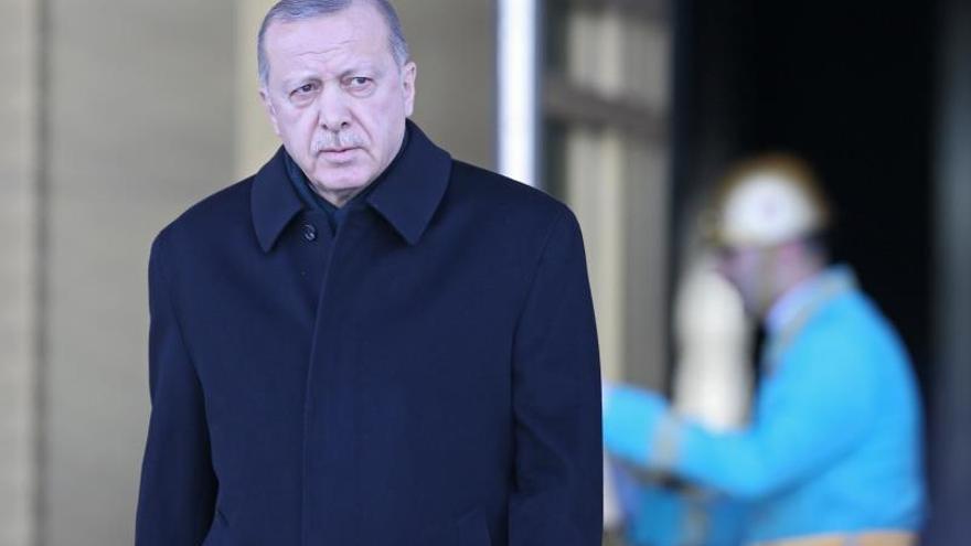 Erdogan garantiza a Trump que puede proteger la ciudad siria de Manbech