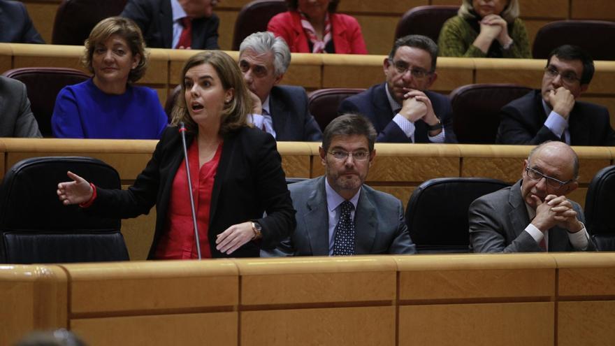 El Gobierno defiende que Santamaría responda a CiU en el Senado pero delegue en Montoro las preguntas de ICV y ERC