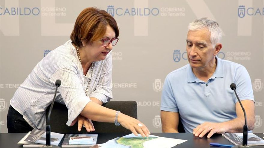 Josefa Mesa, consejera insular de Patrimonio Histórico, junto al técnico José Carlos Cabrera, este miércoles