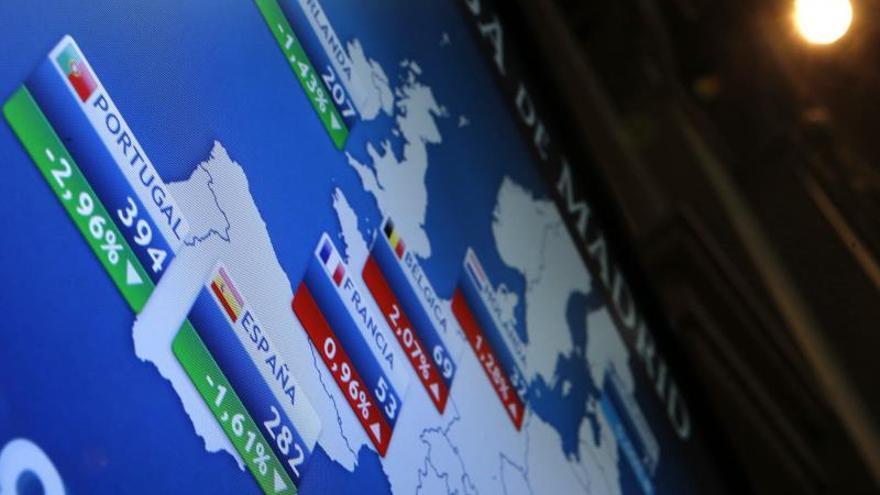 La prima de riesgo española cae a 213 puntos básicos en la apertura