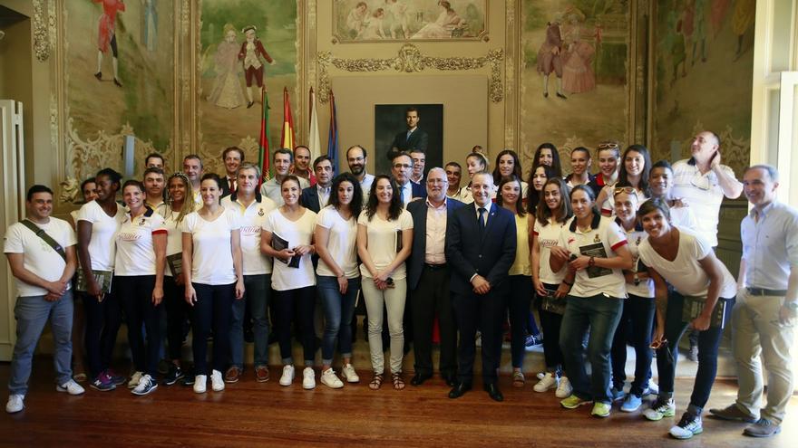Torrelavega da la bienvenida a las 'Guerreras' de la Selección Española de Balonmano