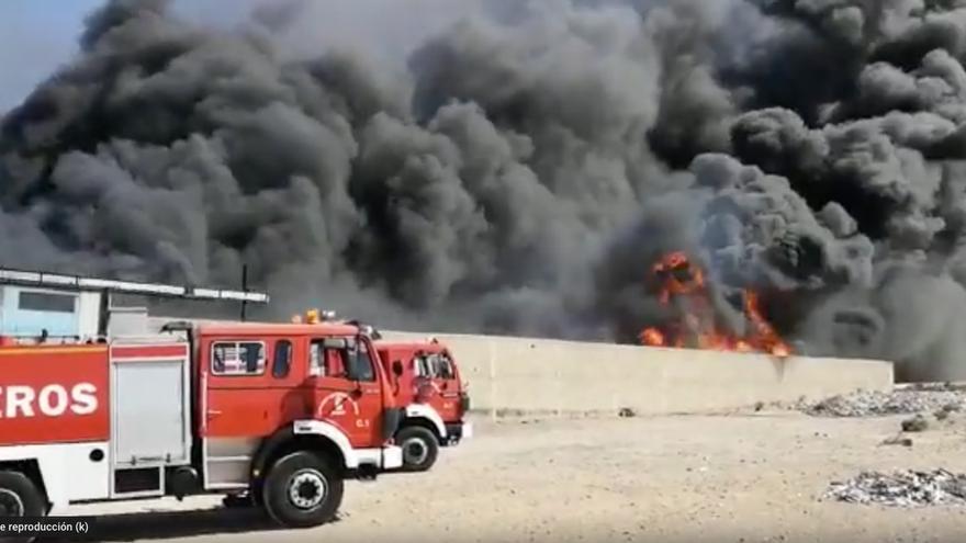 Espectacular incendio en Aldea Blanca