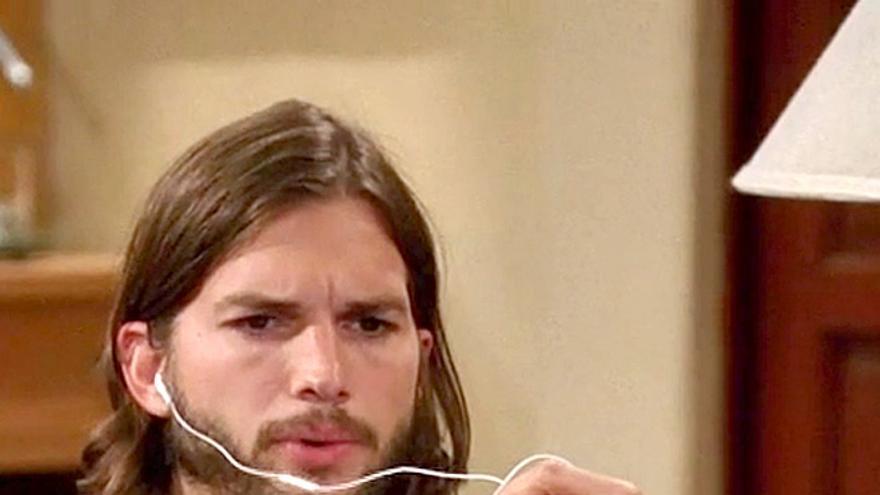 Ashton Kutcher en la serie 'Two and a half men' (Foto: 'Two and a half men')