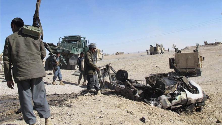 7 muertos y 41 heridos en un atentado suicida con un camión bomba en Afganistán