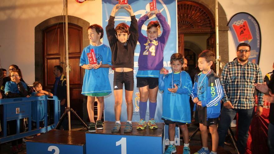 Unos atletas clasificados en la prueba. Foto: JOSÉ AYUT.