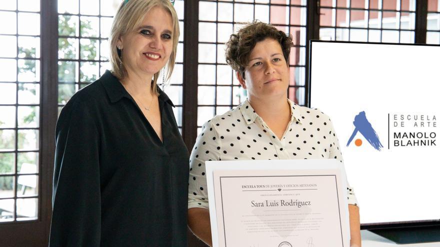 Rosa Tous con la alumna Sara Luis.