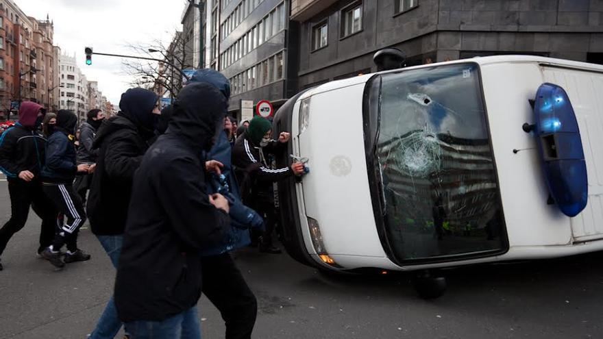 La Ertzaintza ha detenido a una persona acusada de desórdenes públicos / Foto: Javi Julio
