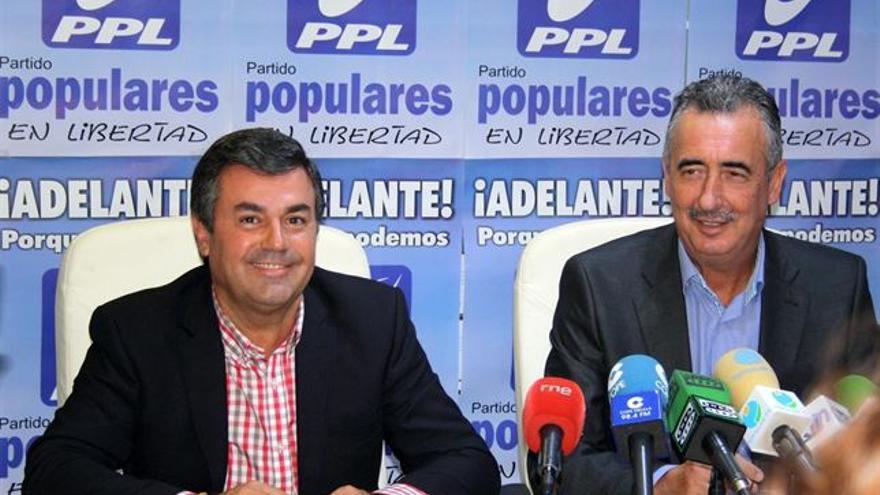 Fernández-Sanz, a la izquierda, cuando se presentó con Populares en Libertad (PPL) en septiembre de 2013.