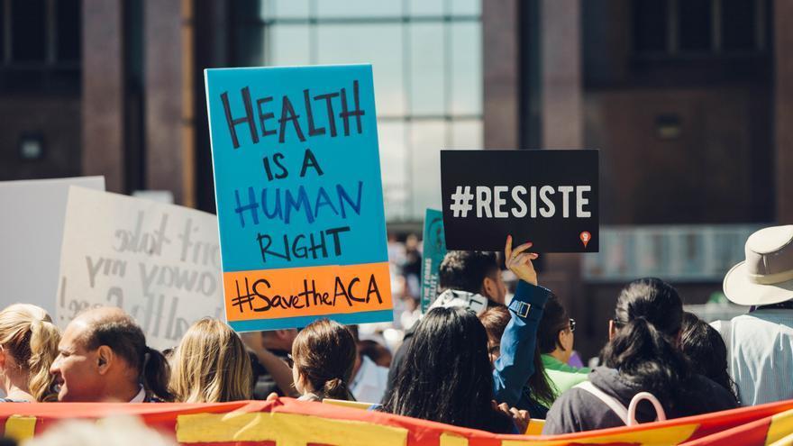 Manifestación contra el desmantelamiento de Obamacare en Los Ángeles en 2017