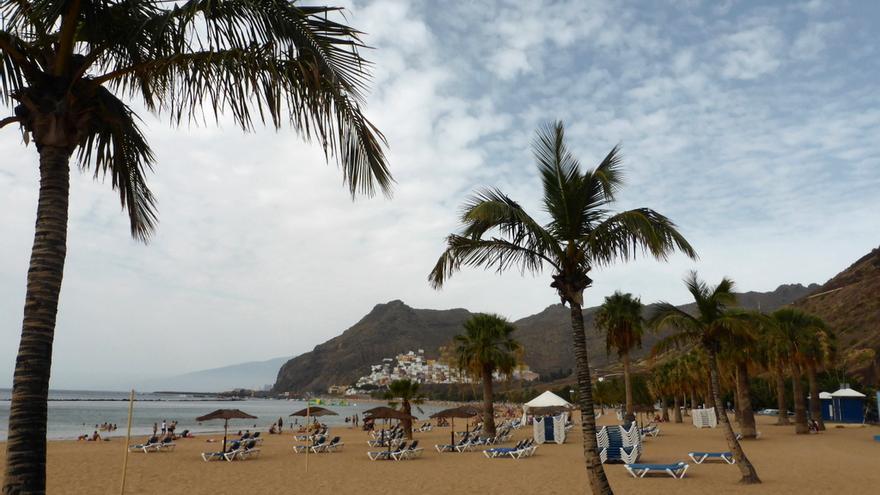 Playa de Las Teresitas, donde fue detenido el individuo por grabar imágenes en un vestuario
