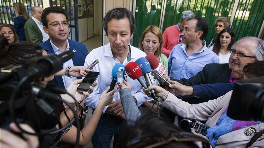 Floriano, Arenas y Pons, ya en Génova para seguir la noche electoral
