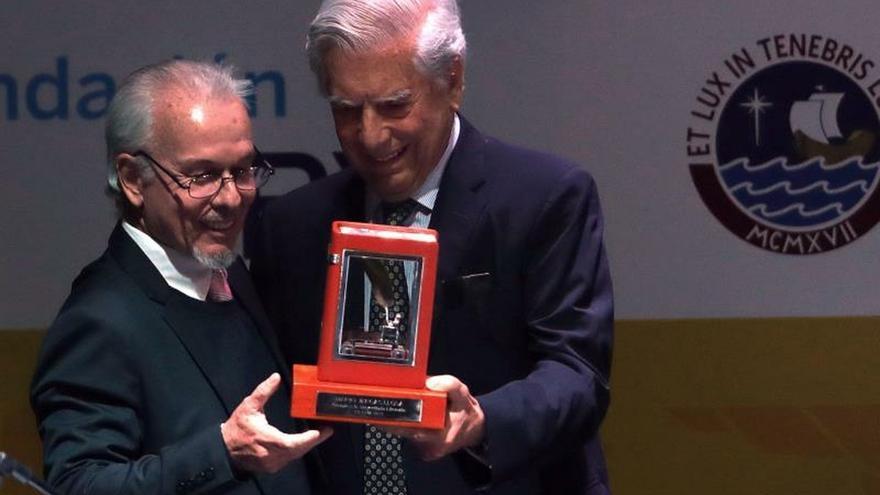 El espíritu crítico se adormece sin la lectura, afirma Vargas Llosa