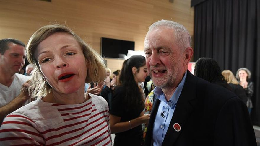 """Corbyn defiende el """"auténtico cambio"""" frente a los """"eslóganes simplistas"""" de May"""