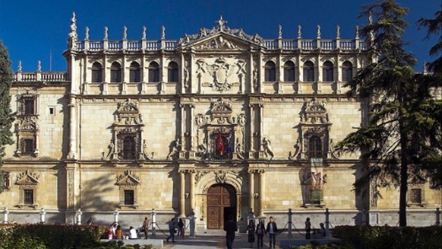 Fachada del edificio principal de la Universidad de Alcalá