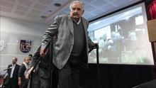 """José Mujica: """"Los países latinoamericanos competimos por ver quién se baja más los pantalones"""""""